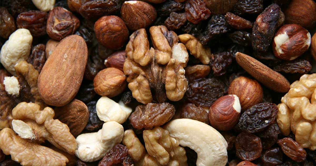 mixed nuts: a great example of healthy protein to have with type 1 diabetes